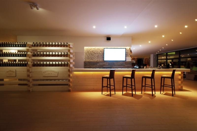 Materiale compozite pentru baruri cluburi restaurante si - Fachadas de bares modernos ...