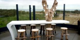 De la obiecte de arta la piese arhitecturale, HI-MACS® poate fi utilizat in orice tip de spatiu! In cadrul expozitiei Biennale Interieur vizitatorii pot descoperi modul in care artistii si designerii s-au folosit de proprietatile materialului HI-MACS® in crearea pieselor de mobilier si obiectelor de design. Compania Engels Design and Decoration, distribuitor exclusiv al materialului HI-MACS® in Belgia, va prezenta un[…] Mai mult…