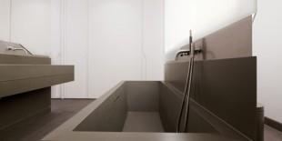 Pentru prima data in activitatea lor, cei de la Pott Architects, un studio de arhitectura cu sediul la Berlin si Londra, au utilizat materialul de ultima generatie, HI-MACS® Piatra Acrilica Naturala, in ultimul lor proiect de amenajare a unei bai. Odata cu restaurarea Vilei Oppenheim, din orasul Heringsdorf – arhitectii au reusit sa imbine stilul arhitectural existent cu un design[…] Mai mult…