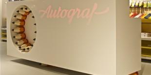 Magazinul Autograf, deschis in vara acestui an in AFI Palace Cotroceni, este primul magazin din Romania dedicat exclusiv vanzarii obiectelor de papetarie si consumabilelor de birou: hartie de scris si tiparit, markere, pixuri, creioane, caiete si agende, agrafe de birou si multe altele.    Proiectul amenajarii acestui spatiu a fost realizat de catre domnul Matius Ichim, un arhitect cu o vasta experienta[…] Mai mult…