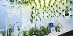 """LG Hausys a colaborat impreuna cu designerul francez Patrick Nadeau pentru realizarea standului """"Green Waters"""" din cadrul targului Ideo Bain din Paris din acest an.     Green Waters – un mix intre utopie, fictiune si realitate centrat pe tema apei si a vegetatiei. Mobilierul de baie creat a ilustrat cele mai noi tehnologii de economisire, reciclare si filtrare a apei, totul[…] Mai mult…"""