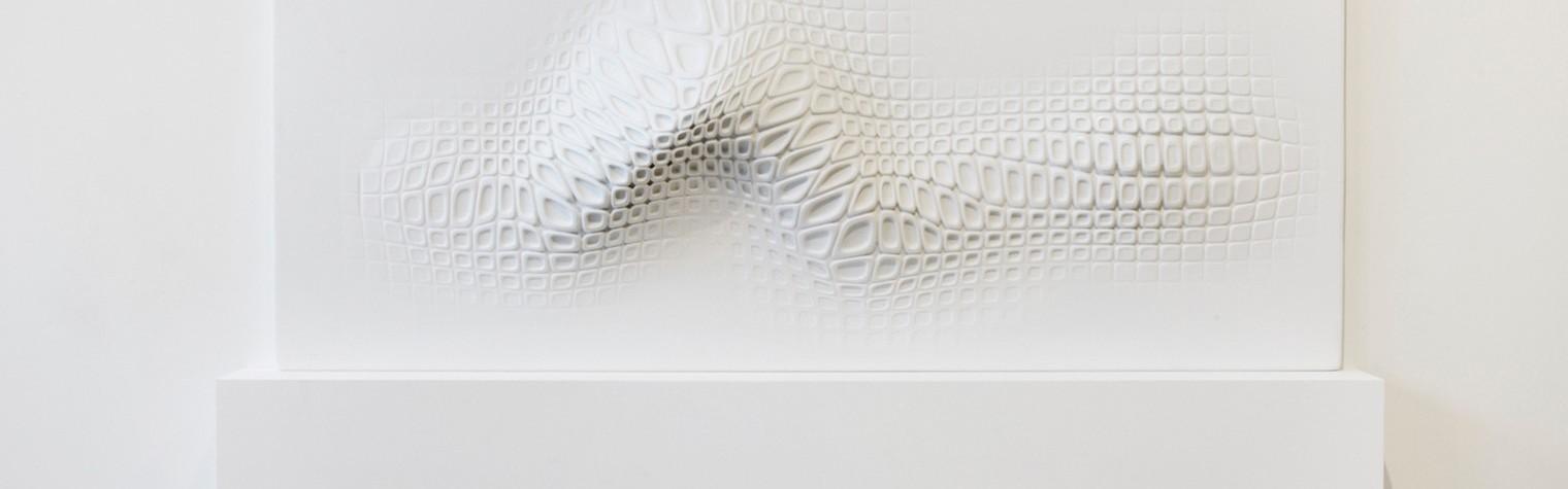 Materialul acrilic natural HI-MACS® a fost ales de celebrul artist francez Ora-ïto pentru lucrarea sa cu care a participat la expozitia londoneza Wallpaper/ Reebok.  Acest material a fost ales datorita proprietatilor sale neobisnuite, efectele vizuale si tactile, precum si pentru capacitatea sa de a se termoforma, lucru ce ofera extrem de putine limitari in crearea unui obiect de design tridimensional.   Cinci dintre[…] Mai mult…