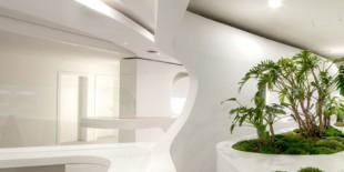 In binecunoscutul district Wiesbaden al orasului Frankfurt, studioul de arhitectura 3deluxe a transformat spatiul agentiei Syzygy intr-un mediu de lucru avangardist. Materialul HI-MACS® a fost utilizat pentru a crea un design organic, fluid, care sa extinda spatiul interior al zonei de receptie si asteptare. Designul modern, organic al amenajarii interioare se afla intr-un evident contrast cu structura originala a constructiei,[…] Mai mult…