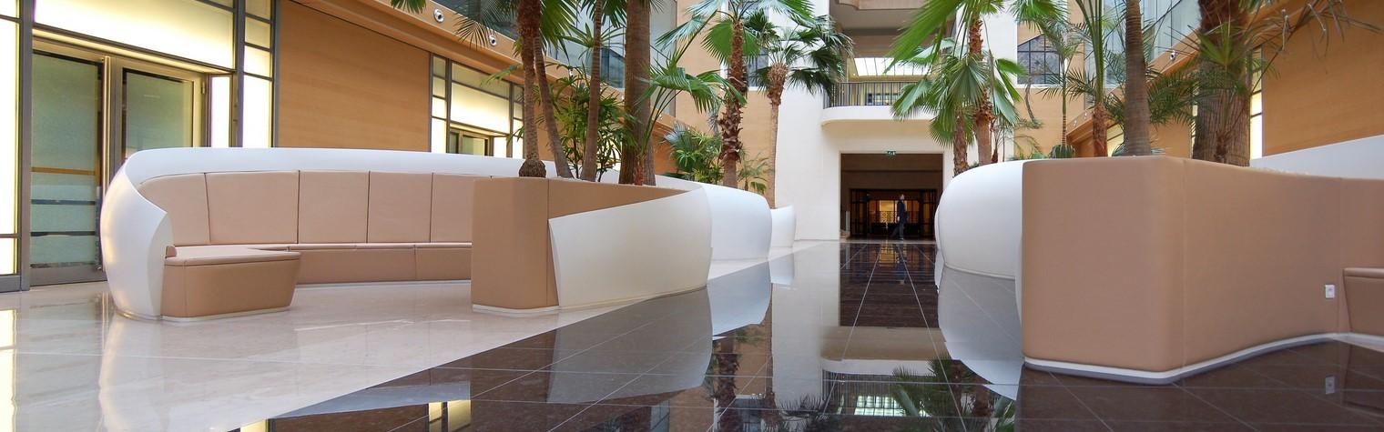 Situat in Paris intr-o splendida cladire Haussmann, sediul Reuters a trecut printr-o renovare completa a lobby-ului, a receptiei, a cafenelei, a restaurantului si a gradinii interioare centrale, realizata de catre studioul de arhitectura francez 16k architectes. Specializat în echiparea, renovarea și conversia cladirilor de birouri, acest grup de arhitecti a avut ca scop crearea unor spatii comune de înaltă performanță, folosind[…] Mai mult…