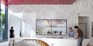 Masa SLO_Gen este noul punct de atractie din lobbyul cladirii de birouri Gensler si este rezultatul unui parteneriat inovativ intre Gensler si departamentul de arhitectura al College of Architecture and Environmental Design din Cal Poly, San Luis Obispo (California). Pentru a obtine curbele impresionante si spectaculoase, HI-MACS® s-a dovedit materialul ideal datorita proprietatilor sale de termoformare, imbinarilor invizibile si suprafetei lise,[…] Mai mult…