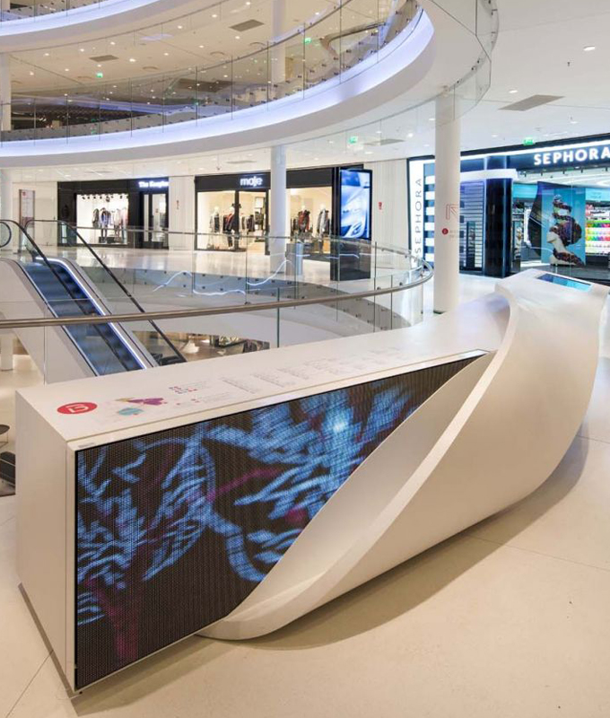 The white ticket desk in the Porsche Museum is made of HI-MACS®