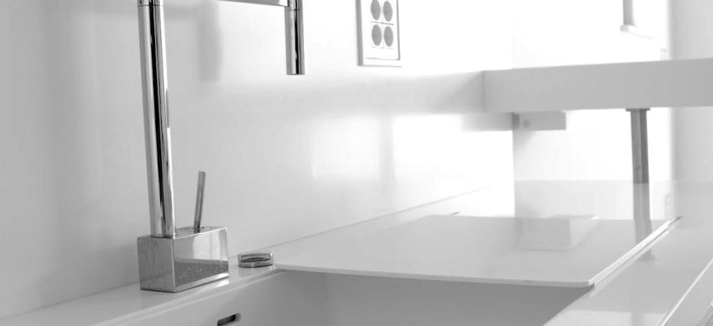 Decizia de a achiziționa un produs fabricat din material compozit acrilic ar trebui să fie fundamentată pe o serie de considerente care sa facăîn așa fel încâtinvestiția să merite banii.  Să luăm un exemplu la îndemână:blat pentru bucatarie din material compozit. În ultimii ani,blaturile pentru bucatarie, blaturi baie sau blaturile de bar realizate din materiale compozite acrilice, cunoscute și sub numele[…] Mai mult…