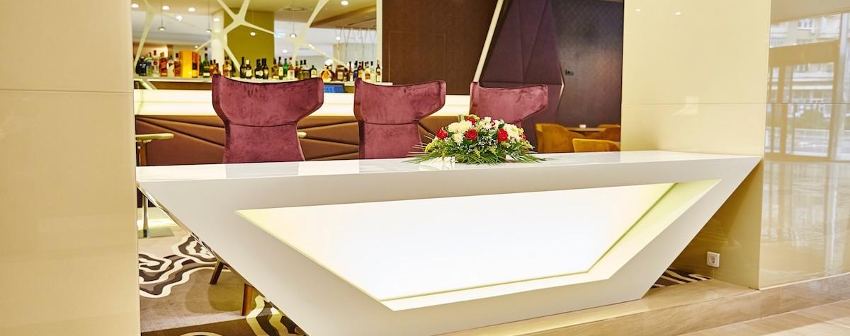 """""""Grupul hotelier Ramada a deschis în octombrie 2015 Ramada Plaza Craiova, singurul hotel Ramada Plaza din afara Bucureștiului, după o investiție de 14 milioane de euro a companiei Jiul SA Craiova, făcută în reconstrucția începută în 2013 și transformarea completă a fostului hotel Jiul"""", ne informează WallStreet.ro.  Ramada Plaza Craiova este cel mai mare proiect hotelier din sud-vestul țării. Hotelul de[…] Mai mult…"""