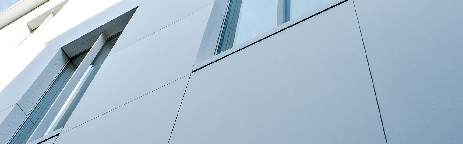 Fațadă ventilată din HI-MACS pentru Bershka