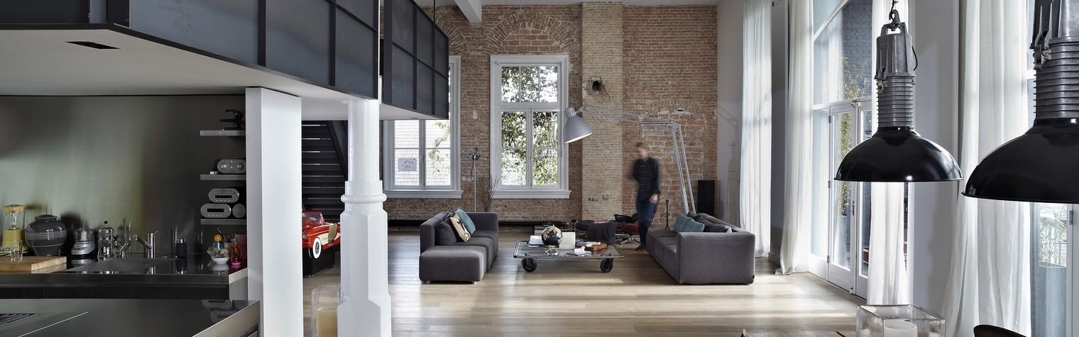 Arhitectura este intuiția de a-ți organiza casa, lumina, atmosfera și spațiul în armonie cu tine insuți. Acesta este scopul urmărit de Witteveen Architecten în realizarea proiectelor sale. În acest studiu de caz s-a materializat prin renovarea Canal House, o mansardă frumoasă, plină de istorie din Amsterdam.  Această mansardă fermecatoare, plină de viață, situată pe una dintre celebrele canale olandeze a fost[…] Mai mult…