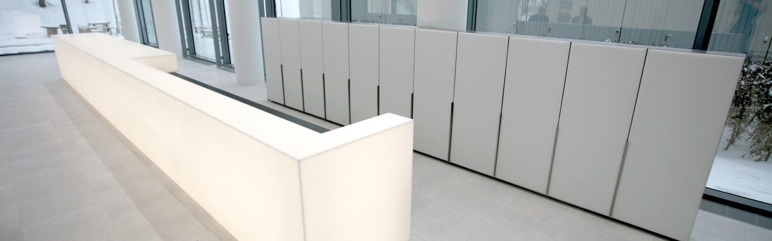 Niciun alt brand nu este atât de mult asociat cu lumina precum brandul OSRAM. În mod firesc acest lucru este reflectat și de lobby-ul sediului central al companiei din Munchen.  Designul de interior al birourilor a fost executat de către Bune Architekten BDA folosind HI-MACS Opal și reprezintă subiectul cheie al brandului: interacțiunea luminii artificiale cu cea naturală.  Salonul masiv cu sticlă[…] Mai mult…