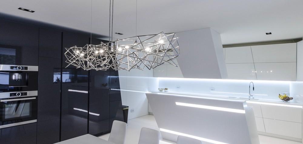 Arhitectul Claudiu Toma de la Parasite Studio propune proprietarilor unei case din Timișoara un proiect de bucătărie și insulă de bucătărie în care luxul minimalist este furnizat în formă pură și utilizează numai materiale contemporane ale căror proprietăți fac ca acestea să fie unice: permit faricație dintr-o bucată, fără îmbinări vizibile între segmentele de blat de bucătărie, între blat și[…] Mai mult…